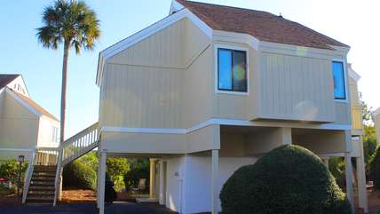 Close the beach, great views, and a neighborhood pool - Perfect!
