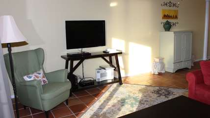 The entertainment area has a mounted flat screen TV/DVD/Stereo.