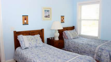 The 2nd bedroom has 2-twin beds.