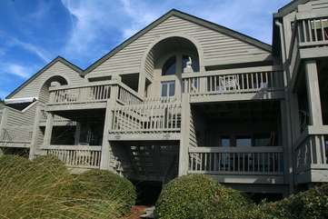 Perfect location, Walk to the pools, dining, golf and pet friendly too!