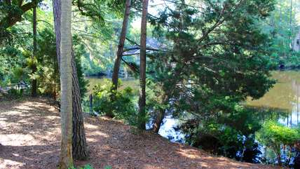 Situated in a quiet neighborhood but convenient to so many Island amenity.