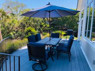 Enjoy the back deck with table for 6, umbrella and gas grill.