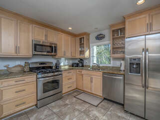 Beautiful fully furnished renovated kitchen.