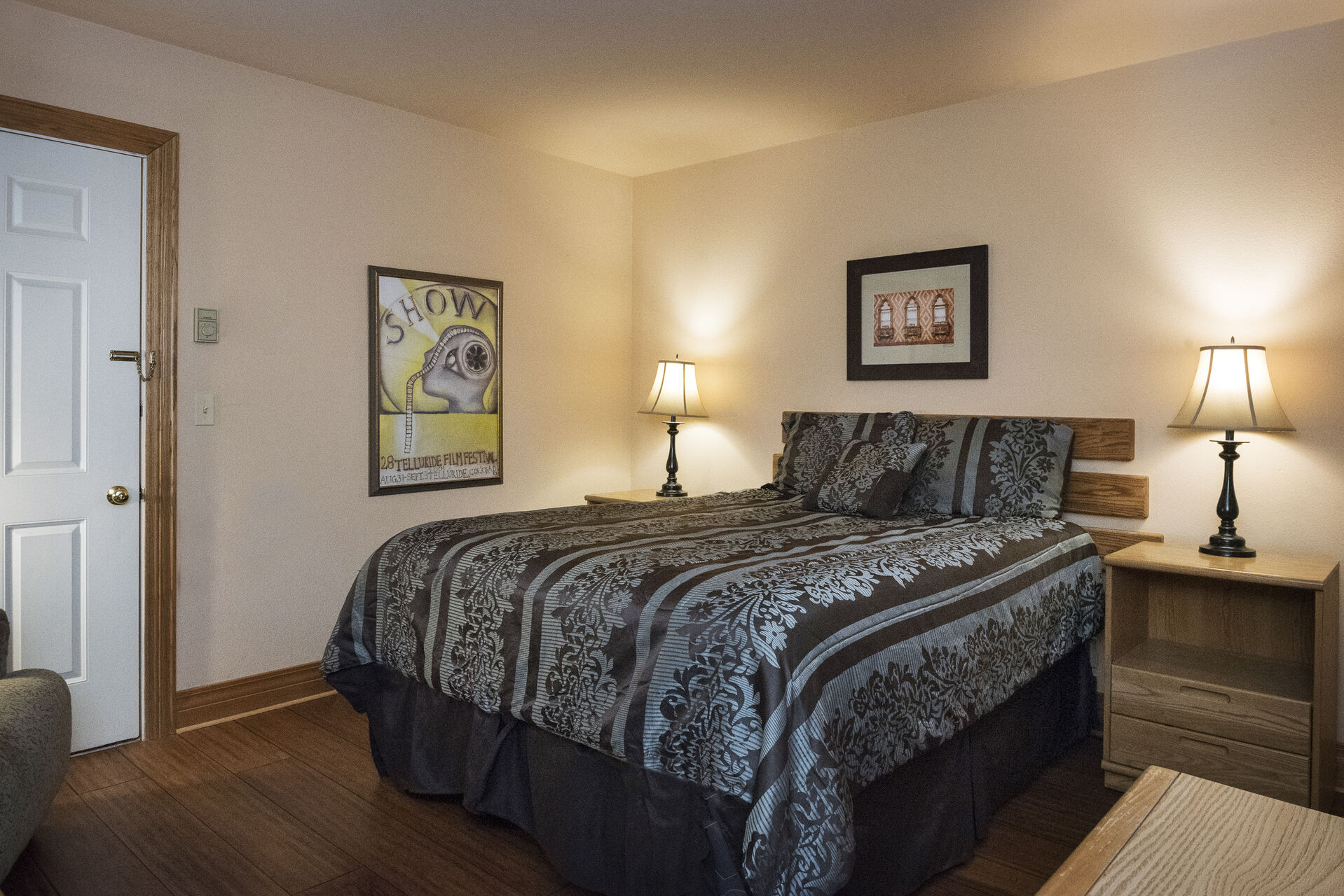 Second bedroom with a double bed and nightstands