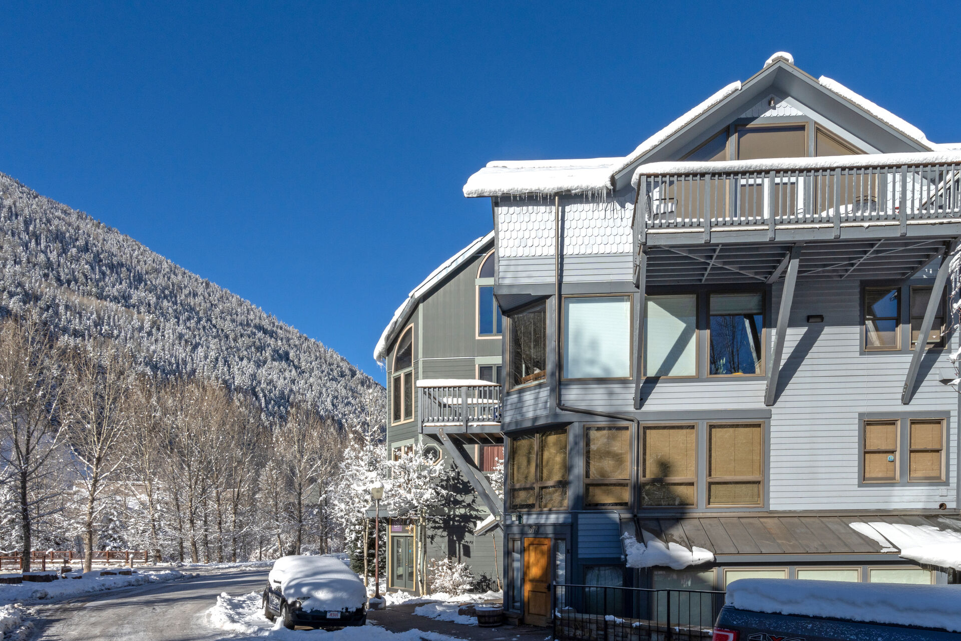 Side view of our Plunge H Telluride vacation condo