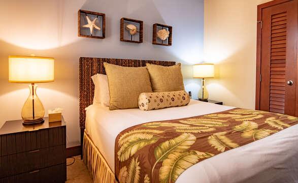 Bedroom with Queen Bed, Nightstands, and Lamps.