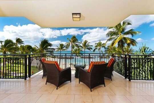 Direct oceanfront! Hear the waves crashing on the barriers from the comfort of your fully furnished lanai!