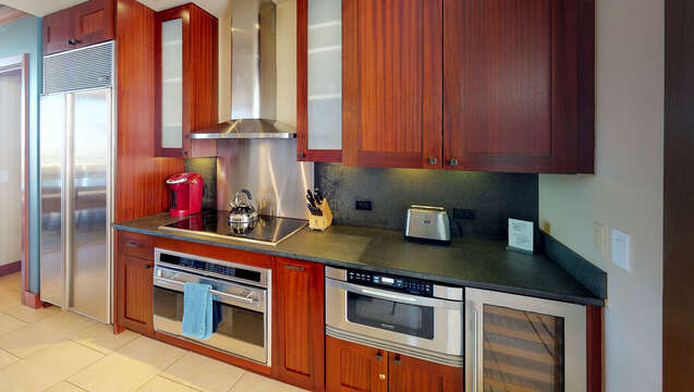 Fully equipped Kitchen with Wine Fridge