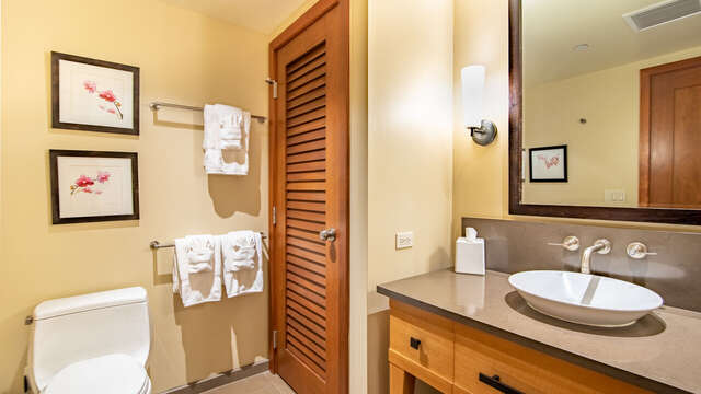 Alternate View of our 2nd Full Bathroom in Beach Villas BT-609