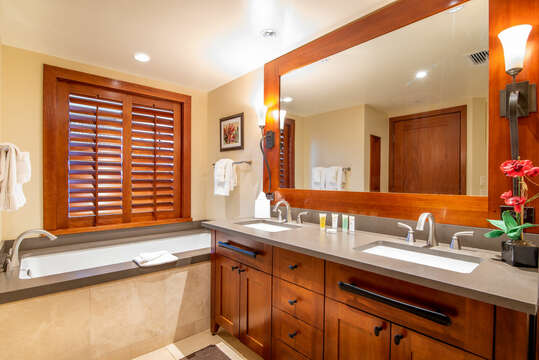 The Large Master Bath of Beach Villas BT-610 has both a Walk-in Shower and a Deep Soaking Tub & Dual Sinks