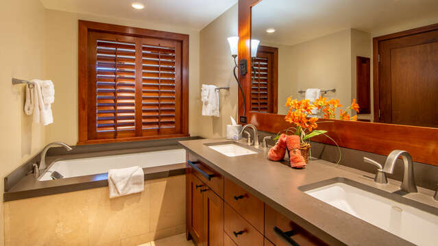 Master Bathroom with Dual Sinks, Large Soaking Tub and a Walk-in Shower in our Ko Olina Villa