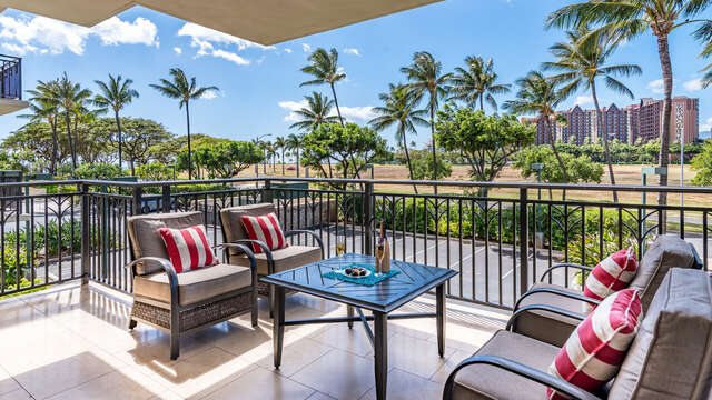 Spacious / Comfy Lanai for Relaxing, or Entertaining in Beach Villas OT-210