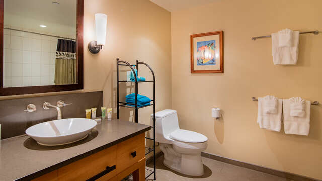 The 2nd bathroom with fully soaking tub & shower in our Ko Olina VIlla