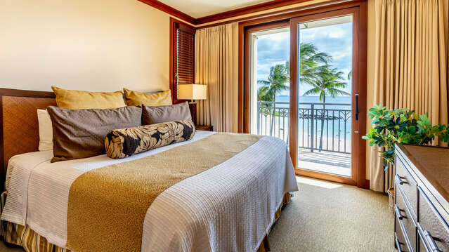 Master Bedroom with King Bed and access to Lanai