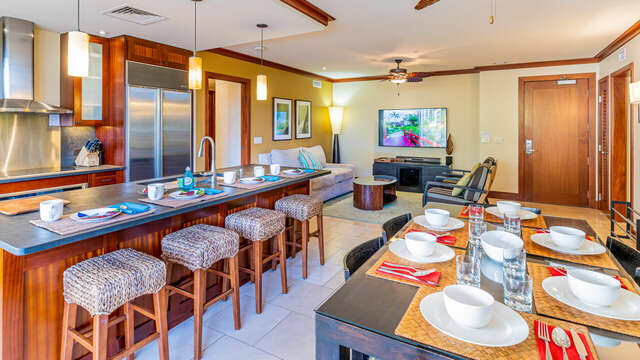 Dining Area with Table and Chairs for Six as well as the Breakfast Bar in Beach Villas OT-224