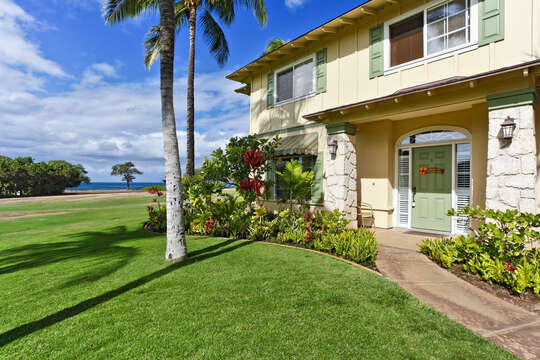 Manicured Front Lawn of Oahu Vacation Condo.