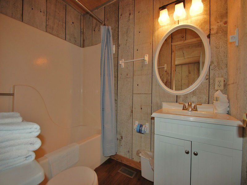 Private Full Bath for Guest Suite