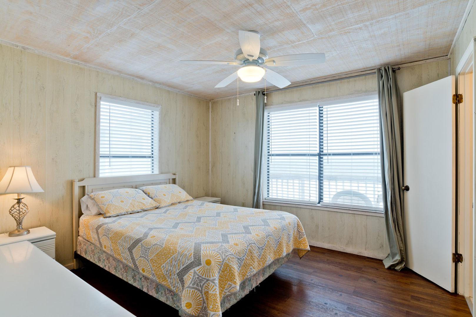 Queen Beachfront Guest Bedroom