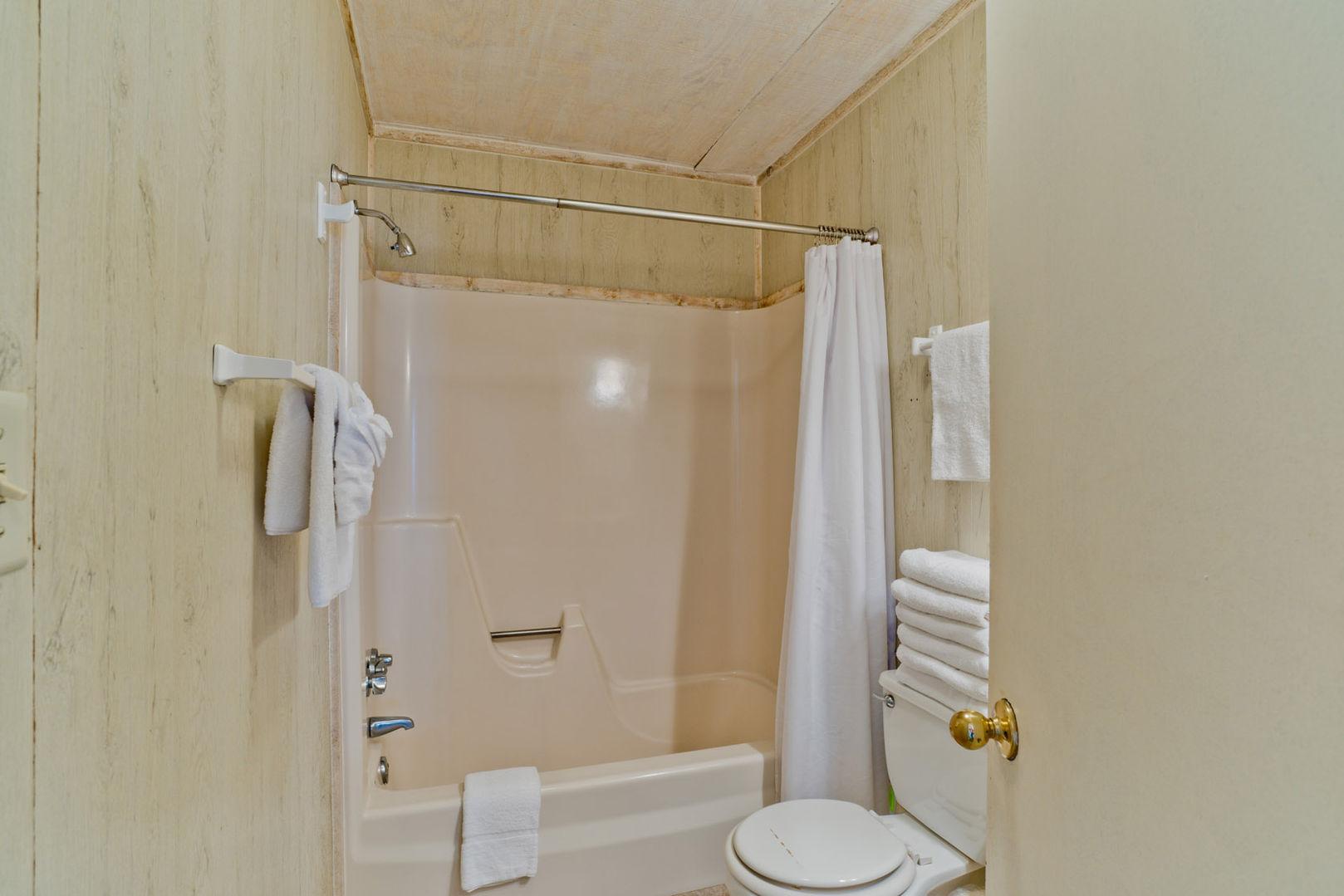 Full Guest Bathroom in our Fort Morgan Alabama Beach Rental