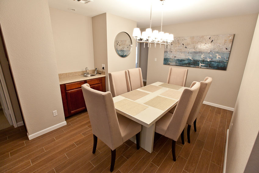 Dining Room (Seating for 6)