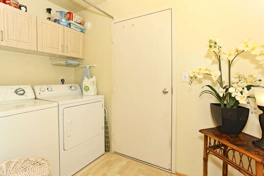 Full Size Washer and Dryer in the Laundry Area of this Ko Olina condo rental, with decorative plant on side table.