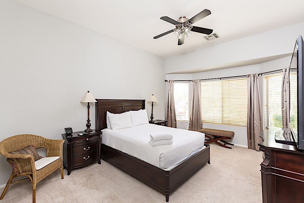 Master Suite - King Size Bed w/ TV