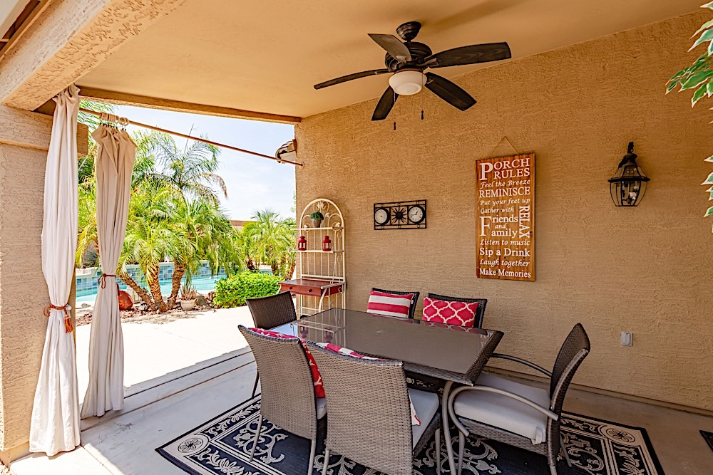 Covered Patio - Outdoor Dinning Table