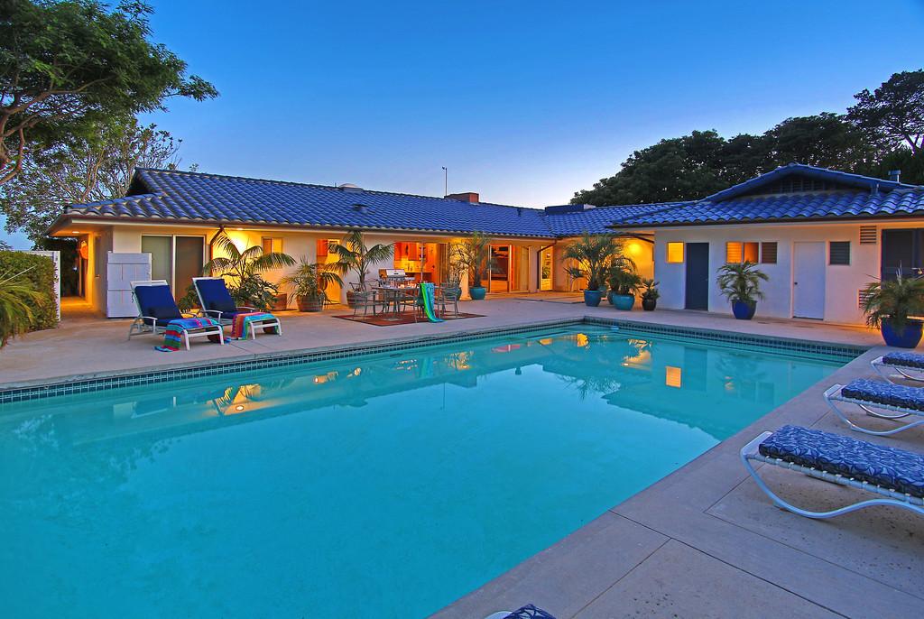Poolside Paradise!
