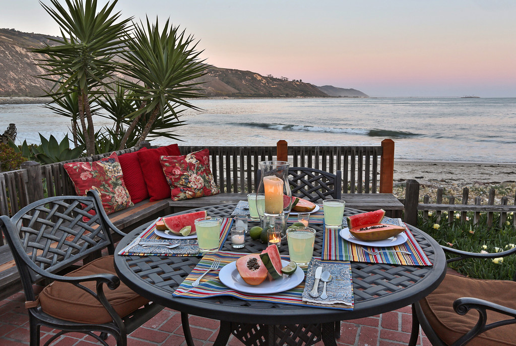 Warm twilight colors are backdrop to al fresco dining