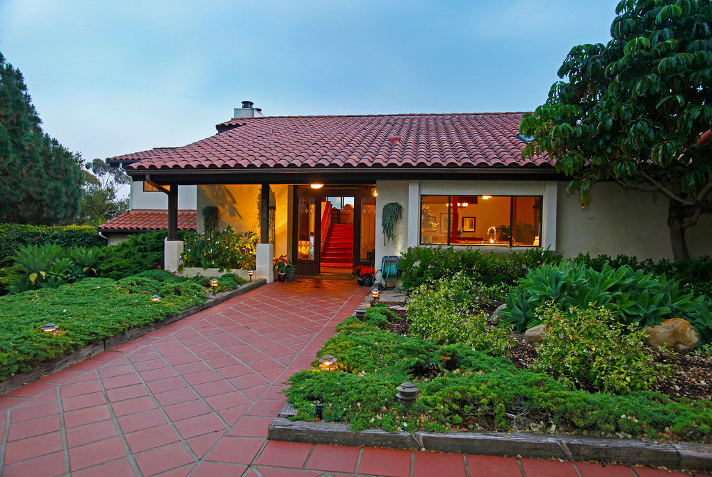Warm and inviting...welcome home!