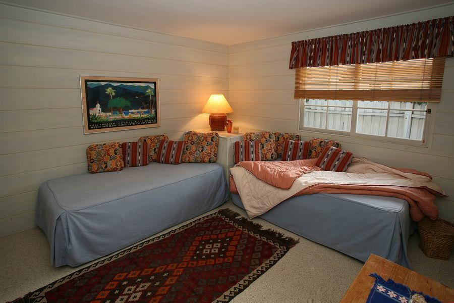 Bedroom #4 w/ 2 Twin Beds