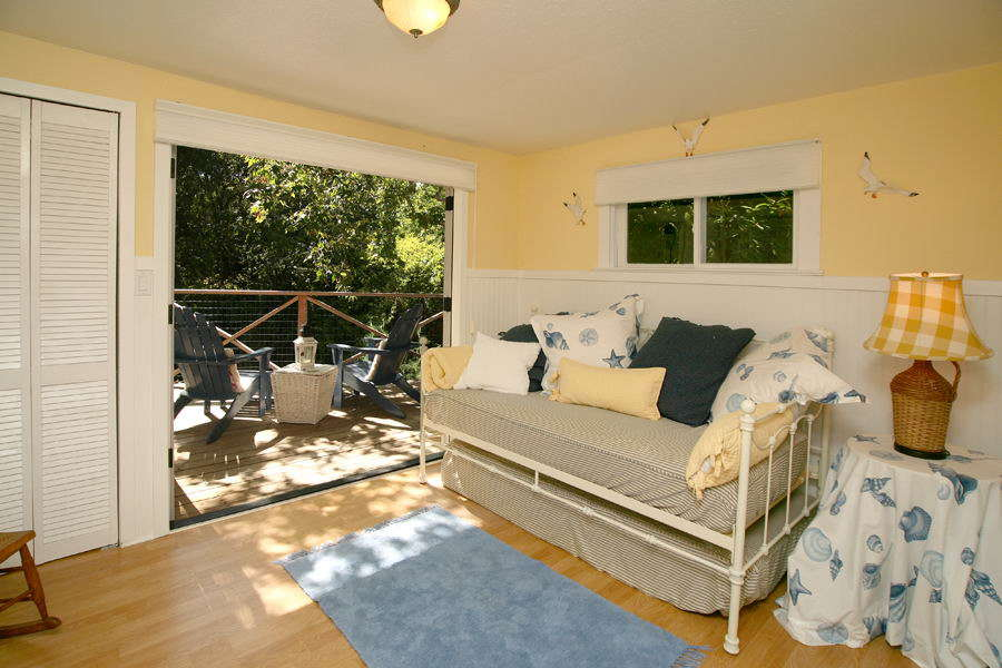 Guestroom with deck access