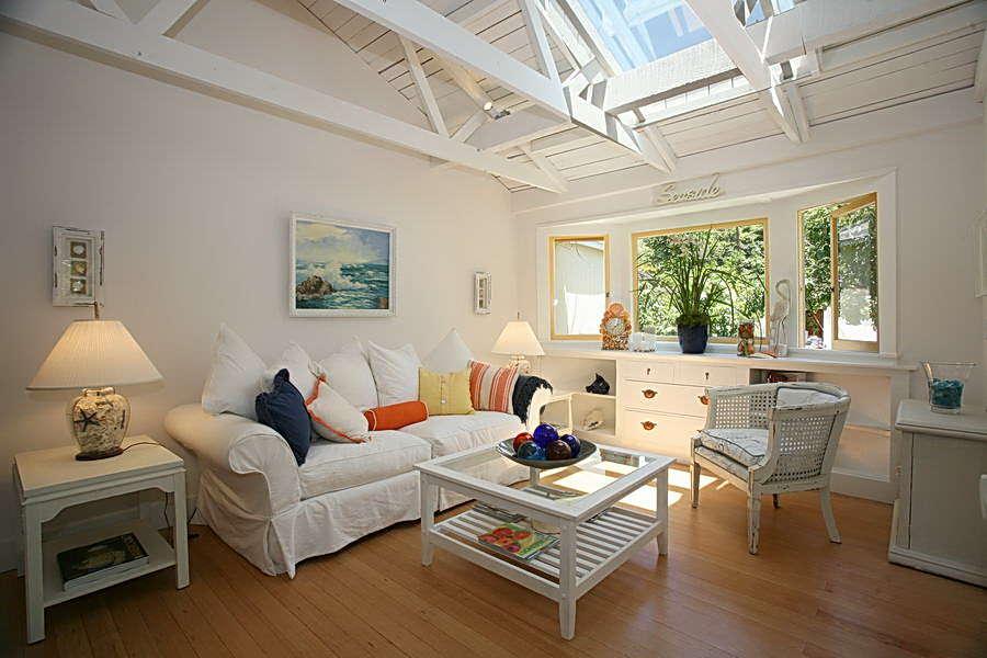 Living Room w/Queen sleeper sofa