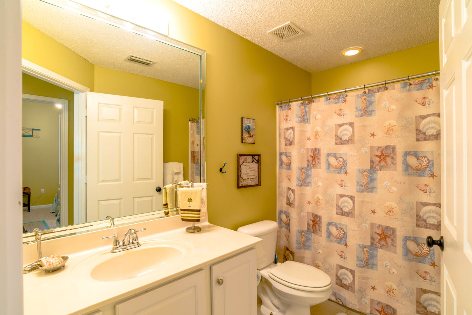 Guest Suite's full Bathroom with Shower/Tub combo