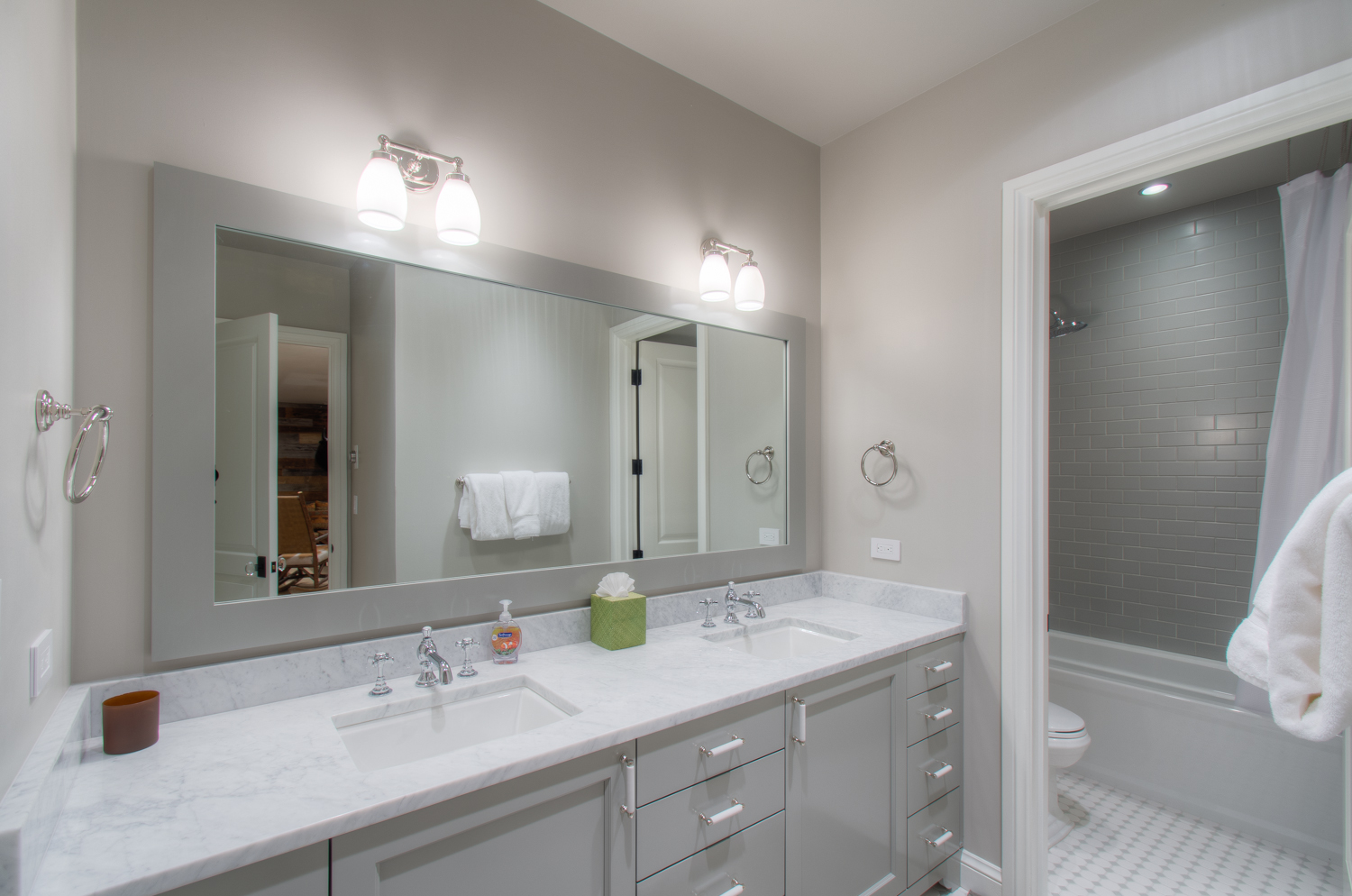 Bathroom with Dual Vanity and Shower/Tub Combo