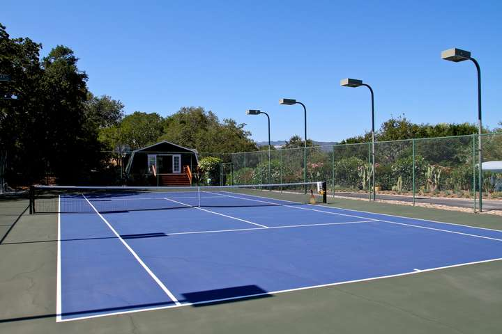 Brand new tennis court with 5 lights per side for daylight tennis at night