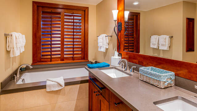 Master Bath with Soaking Tub in our Oahu Vacation House Rental