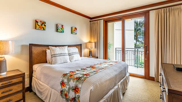 Master Bedroom with King Bed and Access to the Lanai