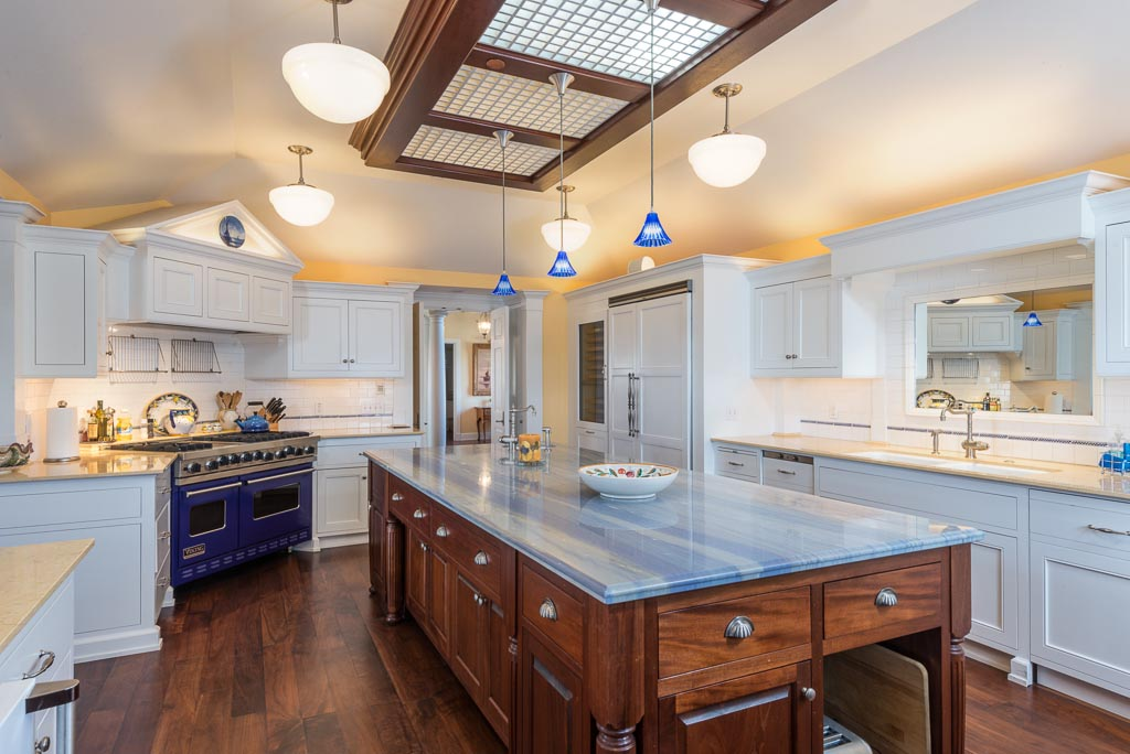 Gourmet Kitchen with wine cooler, 2 dishwashers, icemaker & large pantry