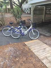 A recent great addition to the cottage and island experience.  Two adult bikes for touring this peaceful island and beach !
