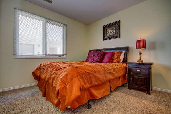 Guest Bedroom - Queen Bed