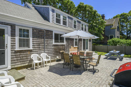 Outdoor dining on patio - 54 Hiawatha Road Harwich Port Cape Cod New England Vacation Rentals