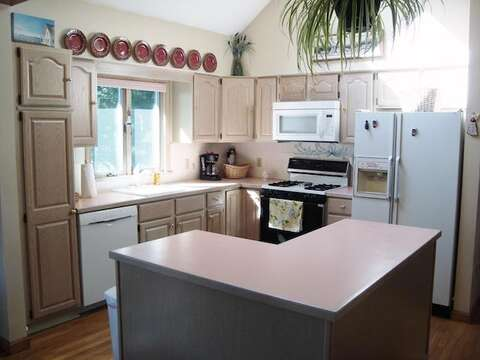 Fully equipped kitchen - 11 Cranwood Road Harwich Cape Cod New England Vacation Rentals