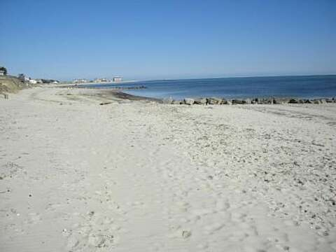 Atlantic Avenue Beach, warmer water and gentle waves on this sandy beach - Harwich Port Cape Cod New England Vacation Rentals