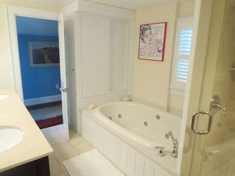 Bath with tub and shower, en suite-Bedroom #1 on main level - 14 Hallett Lane Chatham Cape Cod New England Vacation Rentals