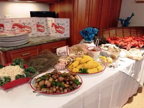 Why not have a lobster/clam bake at the house? Ask your rental specialist for details about this or book it right from our Free Mobile App! - 14 Hallett Lane Chatham Cape Cod New England Vacation Rentals