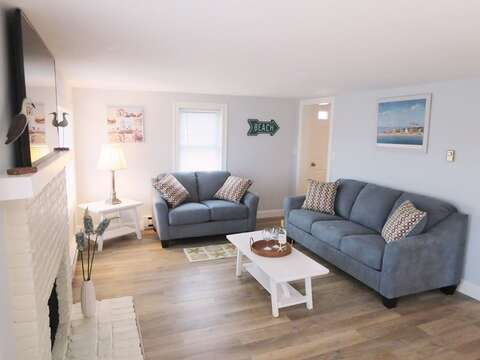 Comfortable seating with pull out in living room - 15 Oyster Drive Chatham Cape Cod New England Vacation Rentals