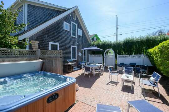The best outdoor living and even a hot tub! 201 Main Street Chatham Cape Cod New England Vacation Rentals