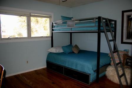 3rd Bedroom (Twin over full bunkbed)