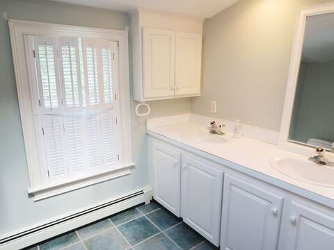Bathroom 2 on 2nd level with tub/shower combo - 1789 Main Street Chatham Cape Cod New England Vacation Rentals